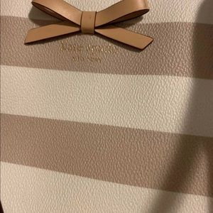 Kate Spade ♠️ Tote in Beige and White
